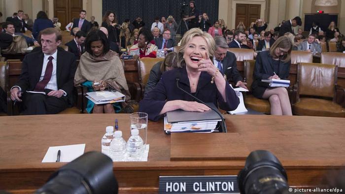 Hillary Clinton bei der Befragung durch den Kongress