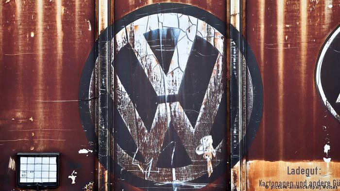 Logo Volkswagen Werk VW Abgasskandal Diesel Benzin Öl Wirtschaft