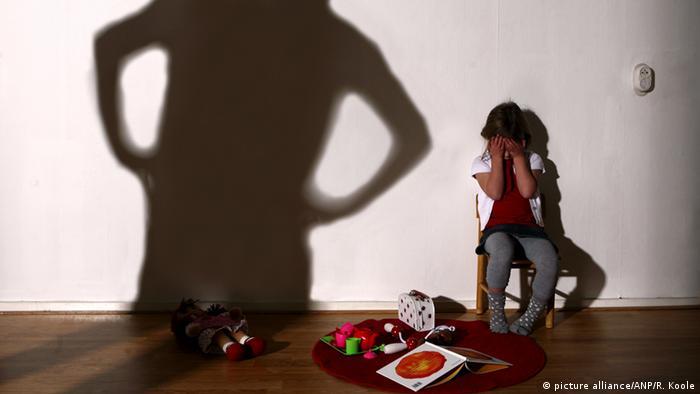 Symbolbild Kindesmisshandlung Bestrafung familiäre Gewalt (picture alliance/ANP/R. Koole)