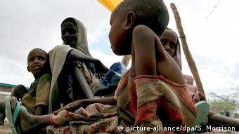 Hunger Dürre Kinder Afrika (picture-alliance/dpa/S. Morrison)