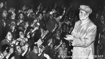 China Mao Tsetung mit Anhängern am Nationalfeiertag 1968 (picture-alliance/dpa/DB AFP)