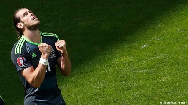 UEFA EURO 2016 England vs Wales Bale Freistoß Tor Jubel (Reuters / B. Tessier)