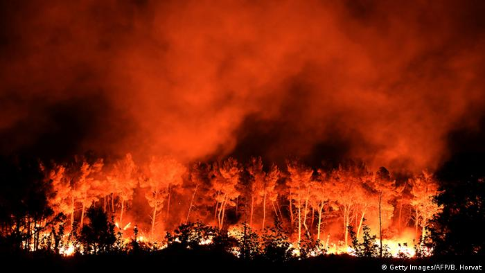 A fire blazes at Les Pennes-Mirabeau, near Marseille, southern France (Photo: Getty Images/AFP/B. Horvat)