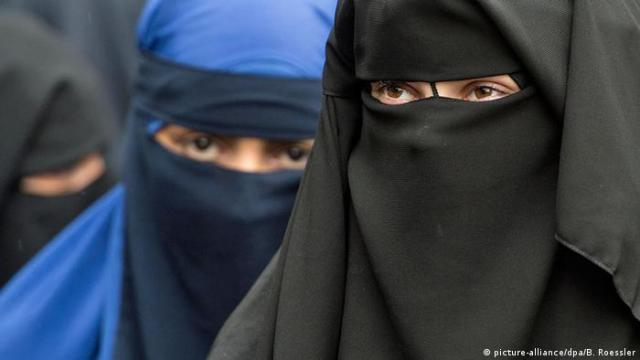 Women wearing niqabs in Germany
