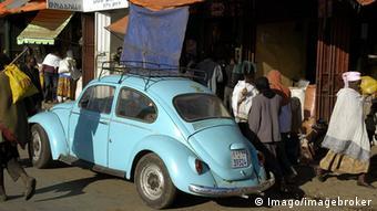 Äthiopien VW Käfer Straße (Imago/imagebroker)