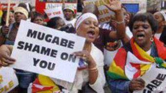 Simbabwe Mugabe Frauen protestieren gegen Menschenrechtsverletzungen (AP)