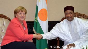 Afrika Kanzlerin Merkel besucht Niger (Getty Images/AFP/B. Hama)