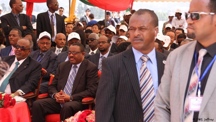 Ethiopian prime minister Hailemariam Desalegn (center) (DW/J. Jeffrey )