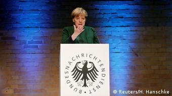 Deutschland Bundesnachrichtendienst feiert 60-jähriges Bestehen Festakt Angela Merkel (Reuters/H. Hanschke)