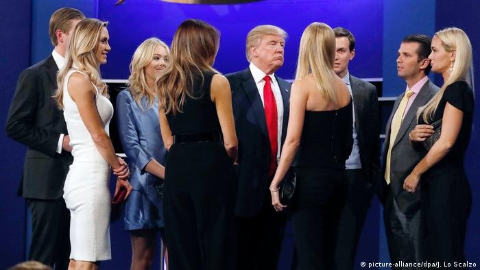 Donald Trump und Familie (picture-alliance/dpa/J. Lo Scalzo)