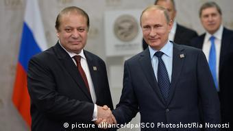 Shanghai Cooperation Organisation Gipfel in Ufa Premierminister Nawaz Sharif und Präsident Wladimir Putin (picture alliance/dpa/SCO Photoshot/Ria Novosti)