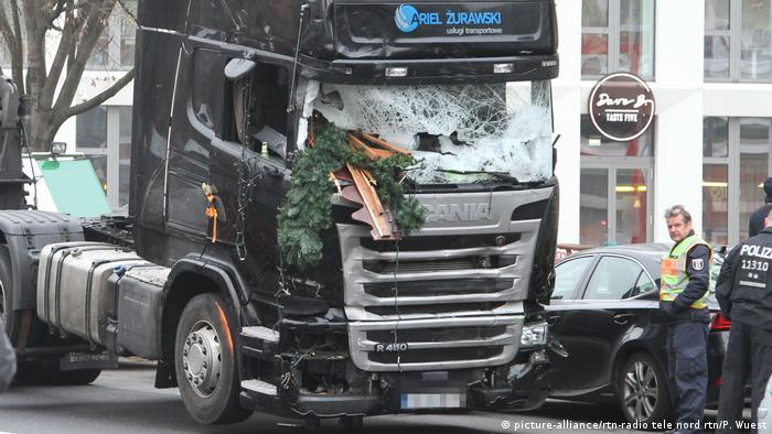 Trucks as terror weapons: 12 people died in an attack on a Christmas market in Berlin in 2016 (picture-alliance/rtn-radio tele nord rtn/P. Wuest)