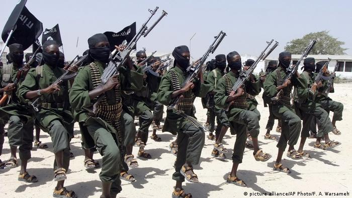 Somalia Al-Shabaab fighters (picture alliance/AP Photo/F. A. Warsameh)