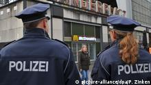 Police in Alexanderplatz, Berlin (picture-alliance/dpa/P. Zinken)