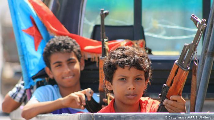 Symbolbild Kindersoldaten im Jemen (Getty Images/AFP/S. Al-Obeidi)
