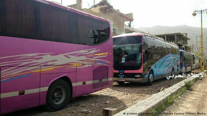 Syrien Madaya Busse für Evakuierung (picture-alliance/AP Photo/Syrian Central Military Media)