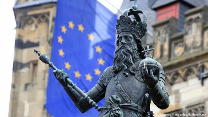 Charlemagne-Statue.