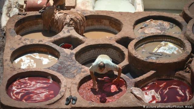 Marokko Chouara-Gerberei in Fes (picture-alliance / NurPhoto / A. Widak)