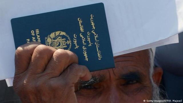 Afghanistan Reisepass (Getty Images / AFP / A .. Majeed)