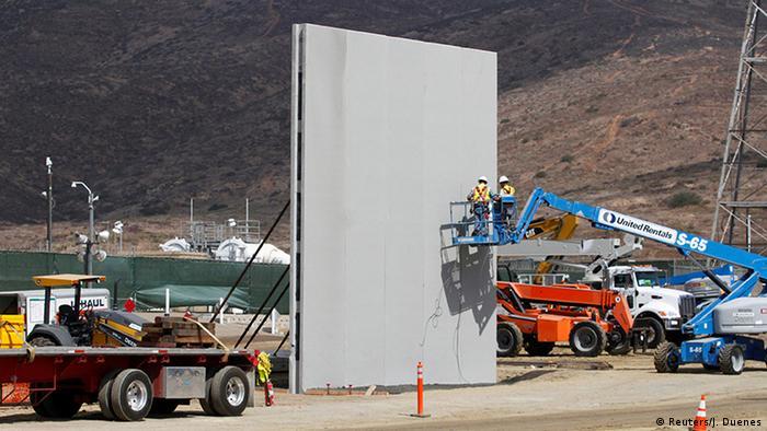 USA San Diego Grenze Mexiko Mauerbau Prototypen (Reuters/J. Duenes)