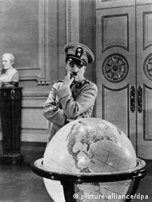Ο Τσάρλι Τσάπλιν υποδύεται τον παρανοϊκό δικτάτορα Αντενόιντ Χίνκελ