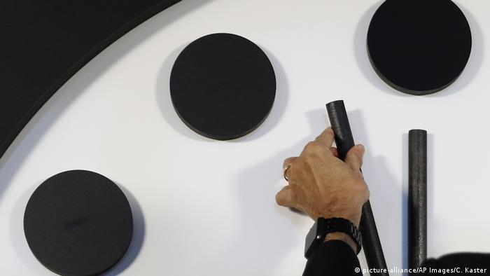 Ponteiro do 'Doomsday Clock' é ajustado em 30 segundos