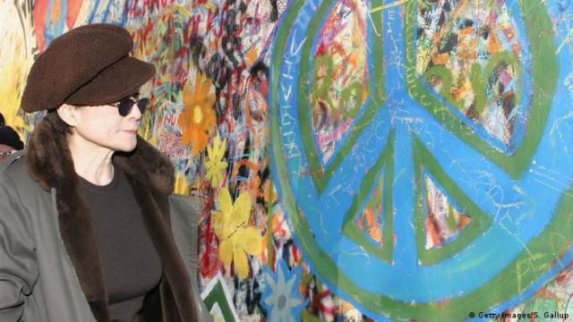 Yoko Ono standing in front of the John Lennon Wall in Prague, Czechia (Getty Images/S. Gallup)