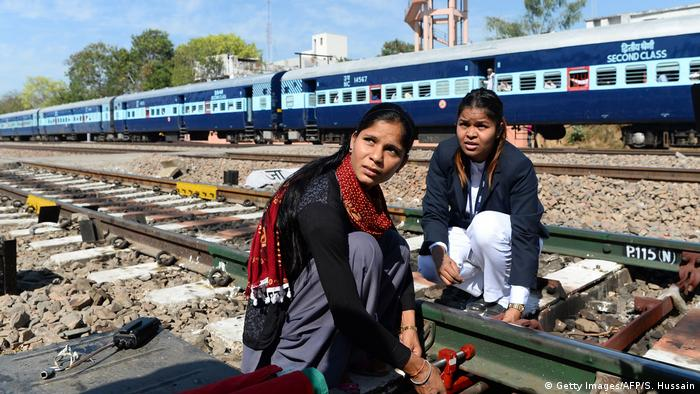 Indian women railway workers (Getty Images/AFP/S. Hussain)