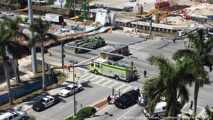 Collapsed bridge in Miami (picture-alliance/Zuma Press/Miami Herald/Roberto Koltun)