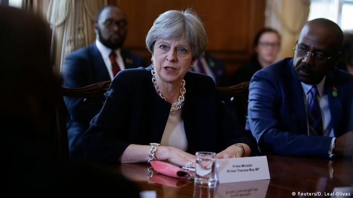 UK PM Theresa May apologizes for statements about the Windrush generation (Reuters/D. Leal-Olivas)