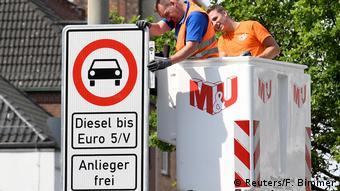 Дорожный знак: запрет на въезд дизеля