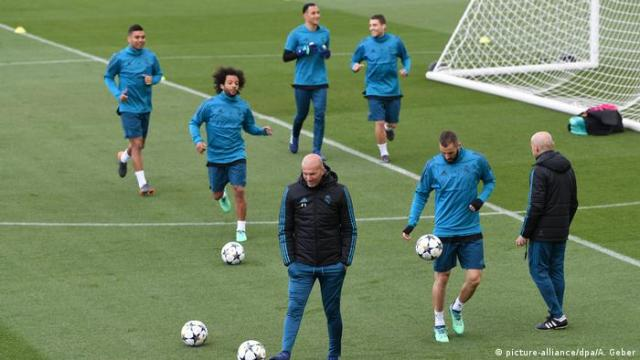 Real Madrid Trainer Zinedine Zidane (picture-alliance / dpa / A. Geber)