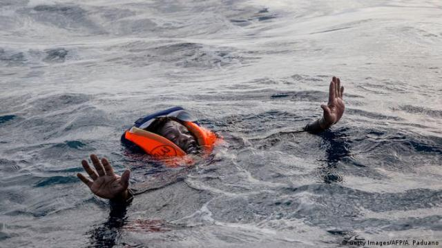 Italien Symbolbild Rettung von Flüchtlinge (Getty Images / AFP / A. Paduano)