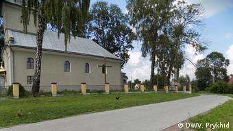 Дорога до церкви в Галичанах на Львівщині