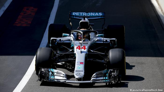 A Formula 1 racing car with the Petronas logo (picture-alliance/Hoch Zwei)