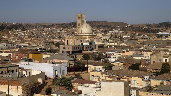 Eritrea Straßenszene in Asmara (Reuters/T. Mukoya)