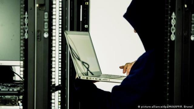 Хакерам достатньо знайти одне слабке місце системи, захисниками - шукати всі