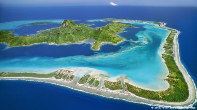 Bora Bora in French Polynesia (picture-alliance / dpa / F.Lanting)