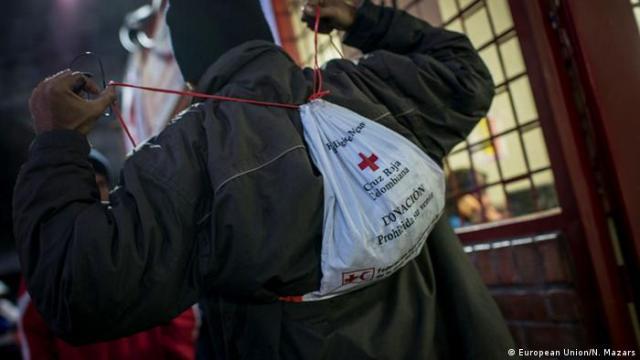 Una pequeña, pero importante ayuda a los migrantes venezolanos a su paso por Colombia.