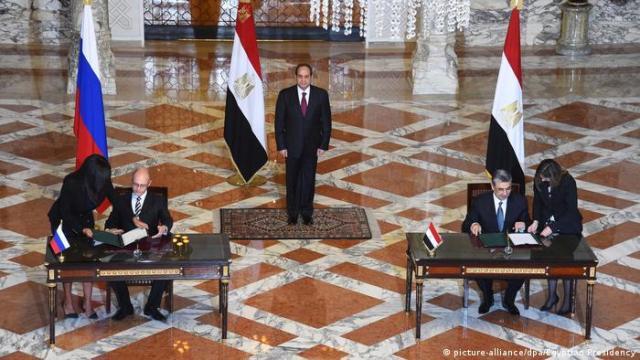Gygypten 2015   Vertrag mit Russland über Bau 1. Atomkraftwerk in gygypten bei El Dabaa (picture-alliance / dpa / Egyptian Presidency)