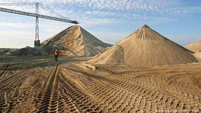 Sand mine in Germany (picture-alliance/ZB/P. Förster)