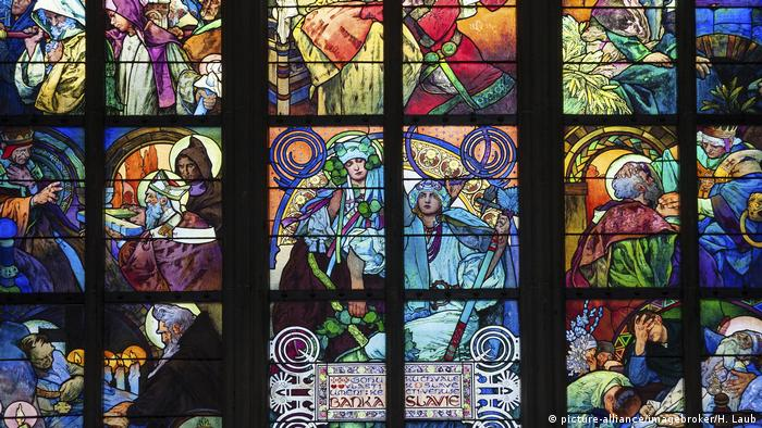 Art Nouveau stained-glass window in the St. Vitus Cathedral from the high Middle Ages (picture-alliance/imagebroker/H. Laub)