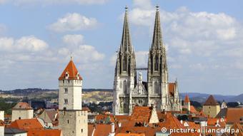 Regensburg, Unesco Welterbe, Stadtansicht, Dom St Peter, Goldener Turm, St Peters Cathedral, Golden Tower, Bayerische Eisenstrasse, Strasse der Kaiser und Koenige