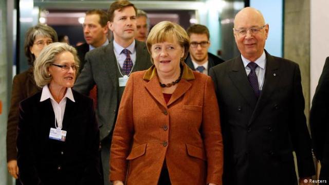 Bračni par Hilde i Klaus Schwab sa saveznom kancelarkom Angelom Merkel