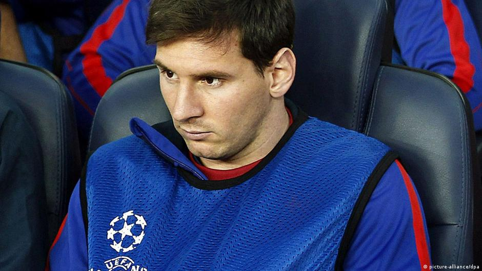epa03684152 FC Barcelona's Argentinian striker Lionel Messi sits on the bench during the UEFA Champions League semi final second leg soccer match between FC Barcelona and Bayern Munich at Camp Nou in Barcelona, Spain, 01 May 2013. EPA/ANDREU DALMAU