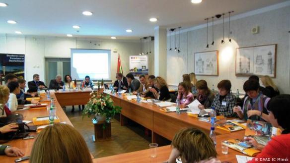 Seminar für die Leiter der internationalen Abteilungen weißrussischer Universitäten, das am 14.10.13 in Minsk stattgefunden hat.<br />Copyright: DAAD IC Minsk<br />***Achtung: grenzwertige Bildqualität! Nicht als Artikel- oder Karusselbild verwenden!***