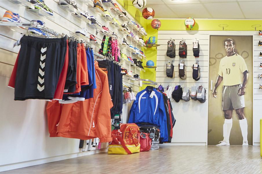 Nike: voetbalschoen, Mercurial zwartoranje, maat 43 tm 45 € 74,99