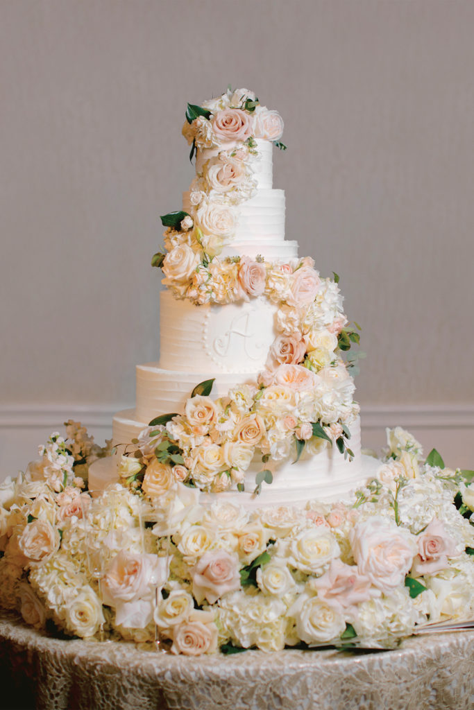 Carsen Wycoff Philip Anderson wedding cake