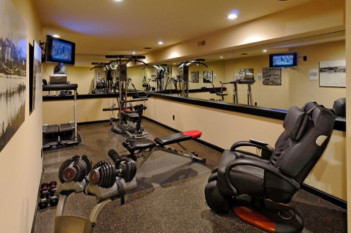 Cool-fantastic-spacious-home-with-private-gym-Gym-Home-Office-Design-Ideas