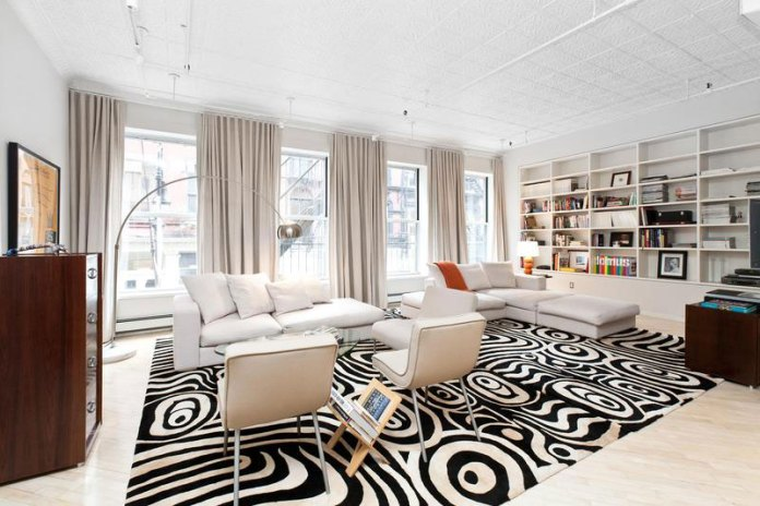 Living-room-of-Chic-Soho-Style-apartment-keeps-the-focus-on-white